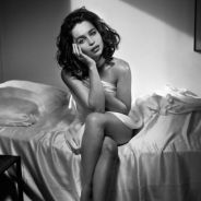 """Emilia Clarke, de """"Game of Thrones"""", diz que ficou bêbada para fazer ensaio sensual!"""