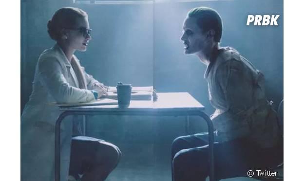 """Jared Leto aparece na pele do Coringa, de """"Esquadrão Suicida"""", em uma sessão de terapia"""