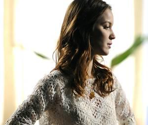 """Em """"Avenida Brasil"""" (2012), Debora, interpretada por Nathália Dill, tinha os cabelos ondulados e curtos, mantendo o ar jovial da personagem"""