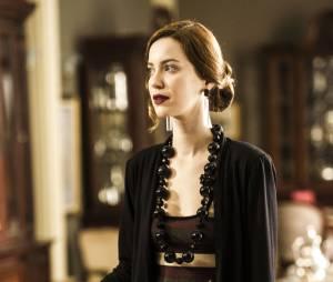 Sem dúvidas o coque é o penteado favorito de Silvia, personagem de Nathalia Dill, na novela Joia Rara