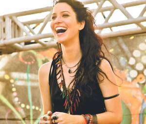 """Também com os fios mais escuros e um estilo mais hippie, Nathalia Dill filmou o longa """"Paraísos Artificiais"""" (2012)"""