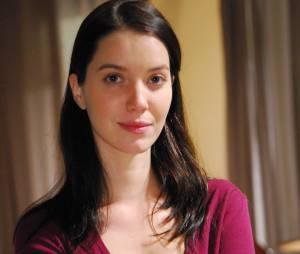"""No início da novela """"Escrito nas Estrelas"""" (2010), Nathalia Dill estava com os fios morenos"""
