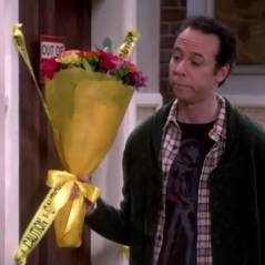 """Em """"The Big Bang Theory"""": na 9ª temporada, Sheldon (Jim Parsons) contrata Stuart para ficar com Amy!"""