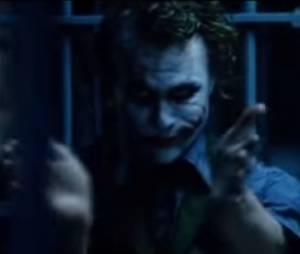 """Cena do Coringa batendo palmas em """"Batman - O Cavaleiro das Trevas"""" foi um improviso de Heath Ledger"""