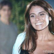 """Na novela """"Em Família"""": Cadu pega Clara mostrando lingerie para Marina"""