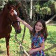 """Sophia Valverde, de """"Cúmplices de Um Resgate"""", contracena com vários animais no SBT"""