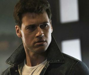 """Em """"Legends of Tomorrow"""", Nick Zano irá interpretar Cidadão Gládio na 2ª temporada da série"""