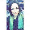 Kéfera Buchmann pintou o cabelo de azul, que ficou puxado para o verde
