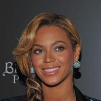 Look de Beyoncé feito de pele de cobra é barrado pela alfândega europeia
