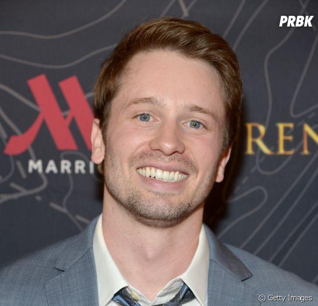 """Em """"Arrow"""", Tyler Ritter entra em caráter recorrente como  o detetive Malone!"""