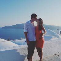 """Kaya Scodelario, de """"Maze Runner"""", deixa barriga de grávida à mostra ao posar de biquíni na Grécia!"""