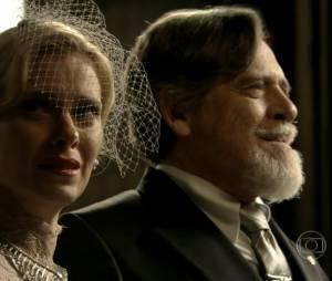 """Em """"Joia Rara"""", Ernest (José de Abreu) forçou Iolanda (Carolina Dieckmann) a casar com ele"""
