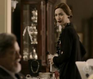 "Em ""Joia Rara"", Silvia (Nathalia Dill) quase matou Ernest (José de Abreu) envenenado"