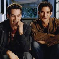 """Em """"Teen Wolf"""": na 6ª temporada, Stiles (Dylan O'Brien) e Scott vão alcançar novo nível na relação!"""