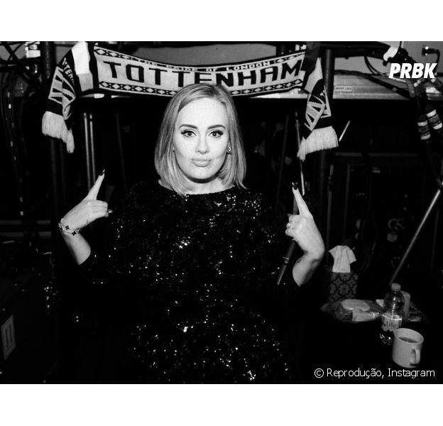 Adele beija fã sem querer durante show em Vancouver, no Canadá