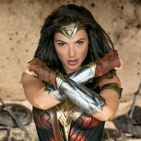 """Filme """"Mulher-Maravilha"""": com Gal Gadot, longa ganha 1º cartaz oficial! Confira"""