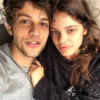 """Chay Suede ganha mensagem fofa de Laura Neiva no Instagram: """"To com saudade"""""""