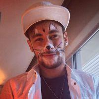 Irmã de Neymar posta foto do craque com o rosto pintado de gato. Miau!
