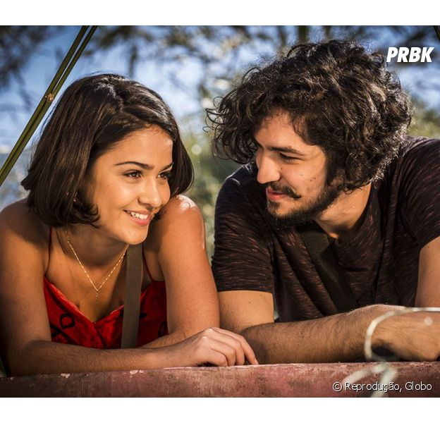 """Em """"Velho Chico"""", Miguel (Gabriel Leone) e Olívia (Giullia Buscacio) namoram escondidos"""