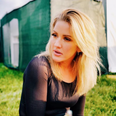 """Ellie Goulding surpreende fãs com trecho do seu novo single, """"Still Falling For You"""". Ouça agora!"""