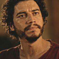 """Novela """"Velho Chico"""": Martim (Lee Taylor) descobre que foi Carlos Eduardo quem atirou em Santo!"""