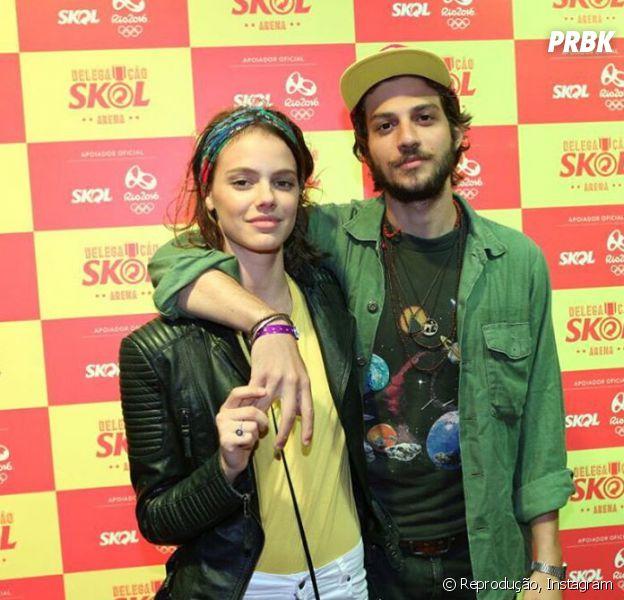 Chay Suede e Laura Neiva estão super apaixonados e gravam teaser sensual