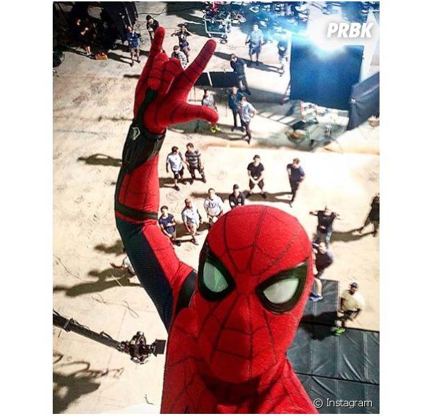 """Tom Holland vive compartilhando novidades dos bastidores de """"Homem-Aranha"""""""