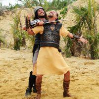 """Novela """"A Terra Prometida"""": Tobias (Raphael Vianna) e Uzi são capturados por cananeus!"""
