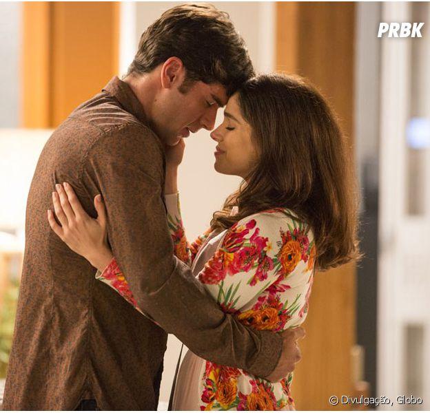 """Em """"Haja Coração"""", Felipe (Marcos Pitombo) beija Shirlei (Sabrina Petraglia) e a pede em namoro!"""