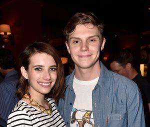 O noivado de Emma Roberts e Evan Peters terminou em maio