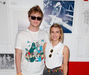 Emma Roberts e Evan Peters voltam a ser fotografados juntos