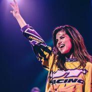 Selena Gomez ganha disco de platina nos Estados Unidos e fãs comemoram nas redes sociais