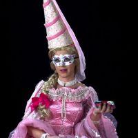"""Katy Perry vira vários personagens e lança clipe divertido para """"Birthday"""""""