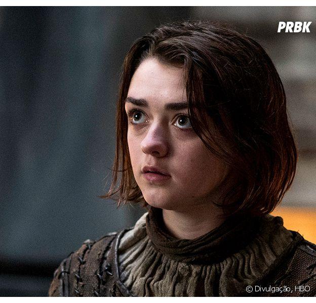 """Em """"Game of Thrones"""", Arya Stark (Maise Williams) deve encontrar sua família em Winterfell!"""