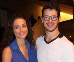 Mas pra quem está de olho no corpão de José Loreto, ele tem namorada! A atriz Débora Nascimento
