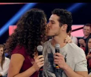 E é amor verdadeiro! José Loreto e Débora Nascimento estão noivos!