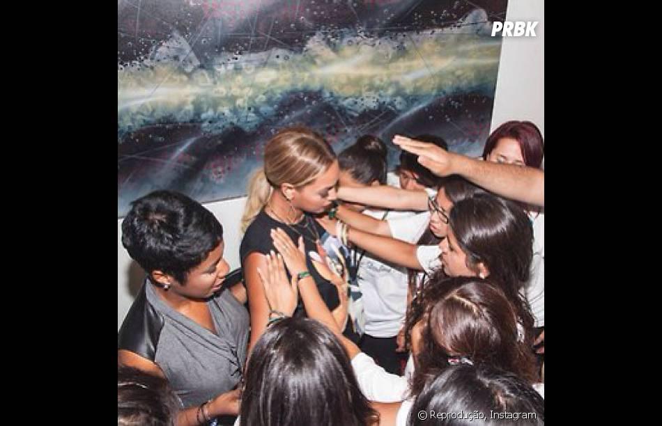 """Em setembro Beyoncé veio ao Brasil com a turnê """"Mrs. Carter Show World Tour"""" e ela se divertiu com as crianças brasileiras"""