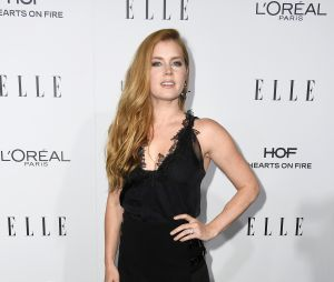 Amy Adams esbanja beleza no evento ELLE Women In Hollywood Awards 2016