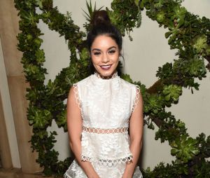 Vanessa Hudgens usa look total white no ELLE Women In Hollywood Awards 2016