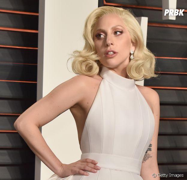 Lady Gaga vai às ruas de Nova York para protestar contra vitória de Donald Trump nas eleições para presidente dos EUA