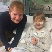 Ed Sheeran surpreende fã mirim em hospital e faz show particular com violão de brinquedo