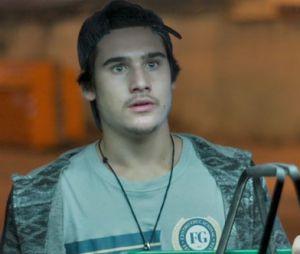 "Em ""Rock Story"", Zac (Nicolas Prattes) flagra Léo Régis (Rafael Vitti) beijando Diana (Alinne Moraes), mulher de Gui (Vladimir Brichta)!"