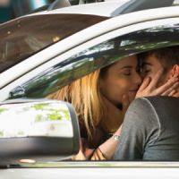 "Novela ""Rock Story"": Zac (Nicolas Prattes) flagra Léo Regis (Rafael Vitti) e Diana se beijando"