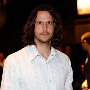 """Novela """"Rock Story"""": Gui (Vladimir Brichta) será preso após confusão com Léo Regis (Rafael Vitti)!"""