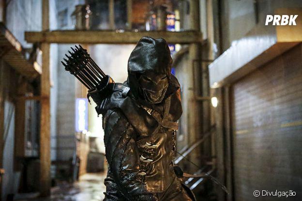 """Em """"Arrow"""", Prometheus será ligado ao passado de Oliver (Stephen Amell)!"""