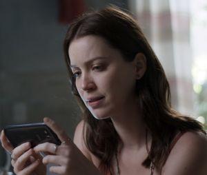 """Júlia (Nathalia Dill) vai contar plano de vingança à irmã gêmea em """"Rock Story"""", novela da Globo"""