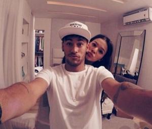 Bruna Marquezine e Neymar são as celebridades com as fotos mais curtidas de 2016 no Brasil