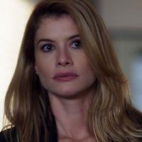 """Novela """"Rock Story"""": Diana (Alinne Moraes) flagra Júlia na casa de Gui e desconfia do romance!"""