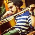 O cantor Luan Santana ja vem mostrando que aderiu aos looks com barba há algum tempo