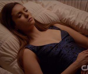 """Em """"The Vampire Diaries"""": Elena (Nina Dobrev) morre e atriz deu adeus à série"""